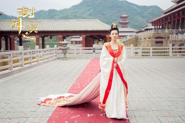 """王丽坤饰演的不一样的妲己也带来了不一样的感动,""""王丽坤演的妲己""""、""""妲己黑化""""也成为了热门话题"""
