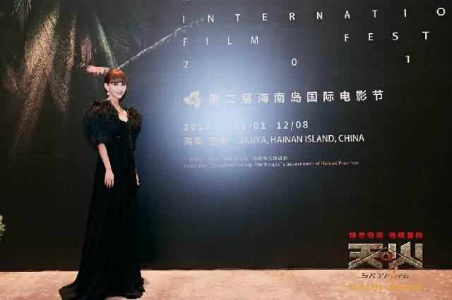 """《天火》剧组亮相海南岛国际电影节红毯,昆凌""""天火装""""惊艳全场"""