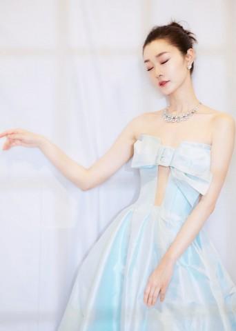 宋轶冰淇淋绿长裙登热搜 亮相盛典优雅迷人