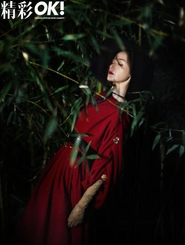 张天爱开年封面曝光 复古红装演绎红色风情