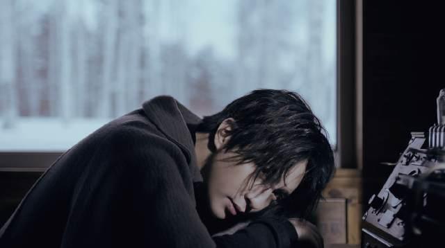 薛之谦诗情单曲《陪你去流浪》MV上线 与张天爱演绎凄美情愫